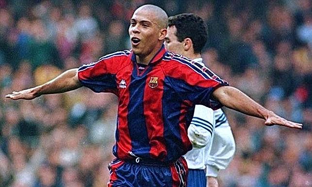 Ronaldo suýt đến Rangers khi rời Barca