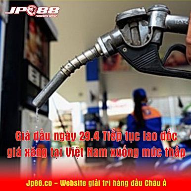 Giá dầu ngày 29/4: Tiếp tục lao dốc, giá xăng tại Việt Nam xuống mức thấp