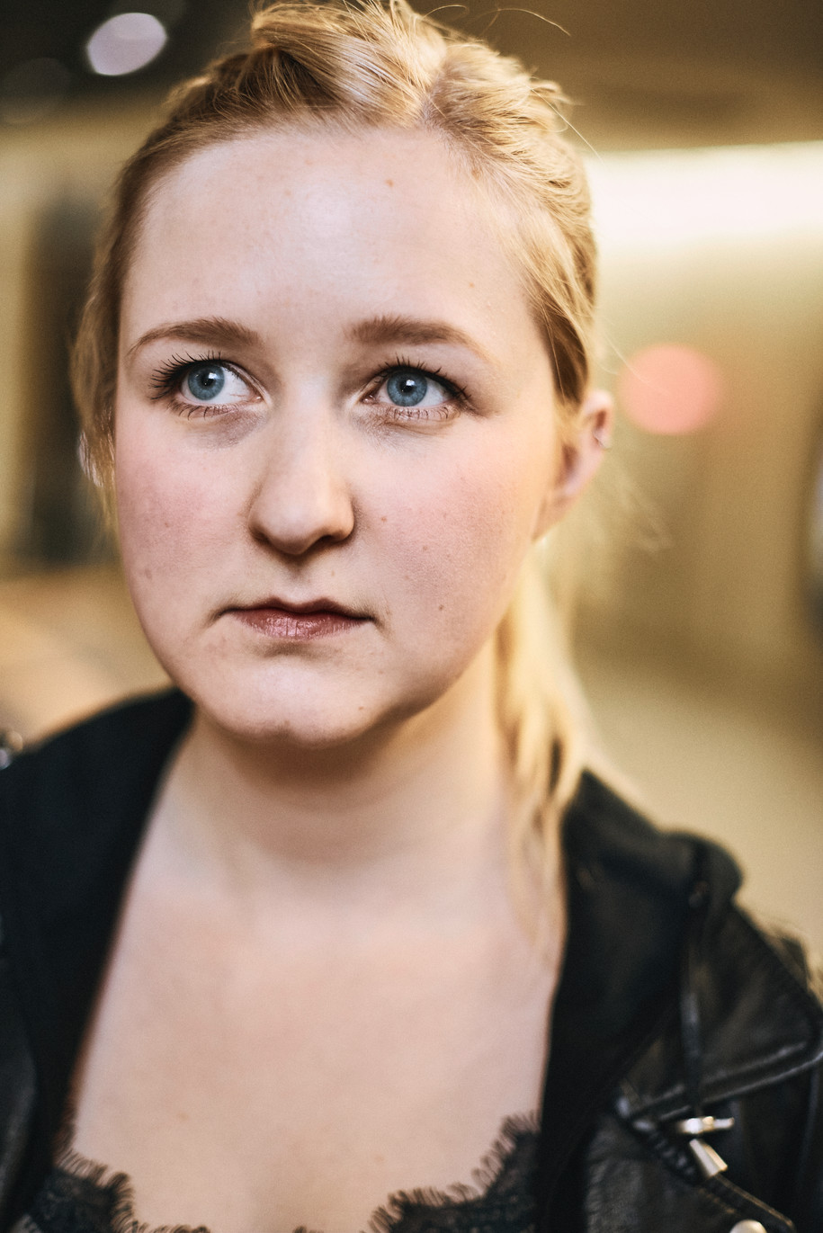 Actress: Andrea Herrguth Agency: Bizzybody