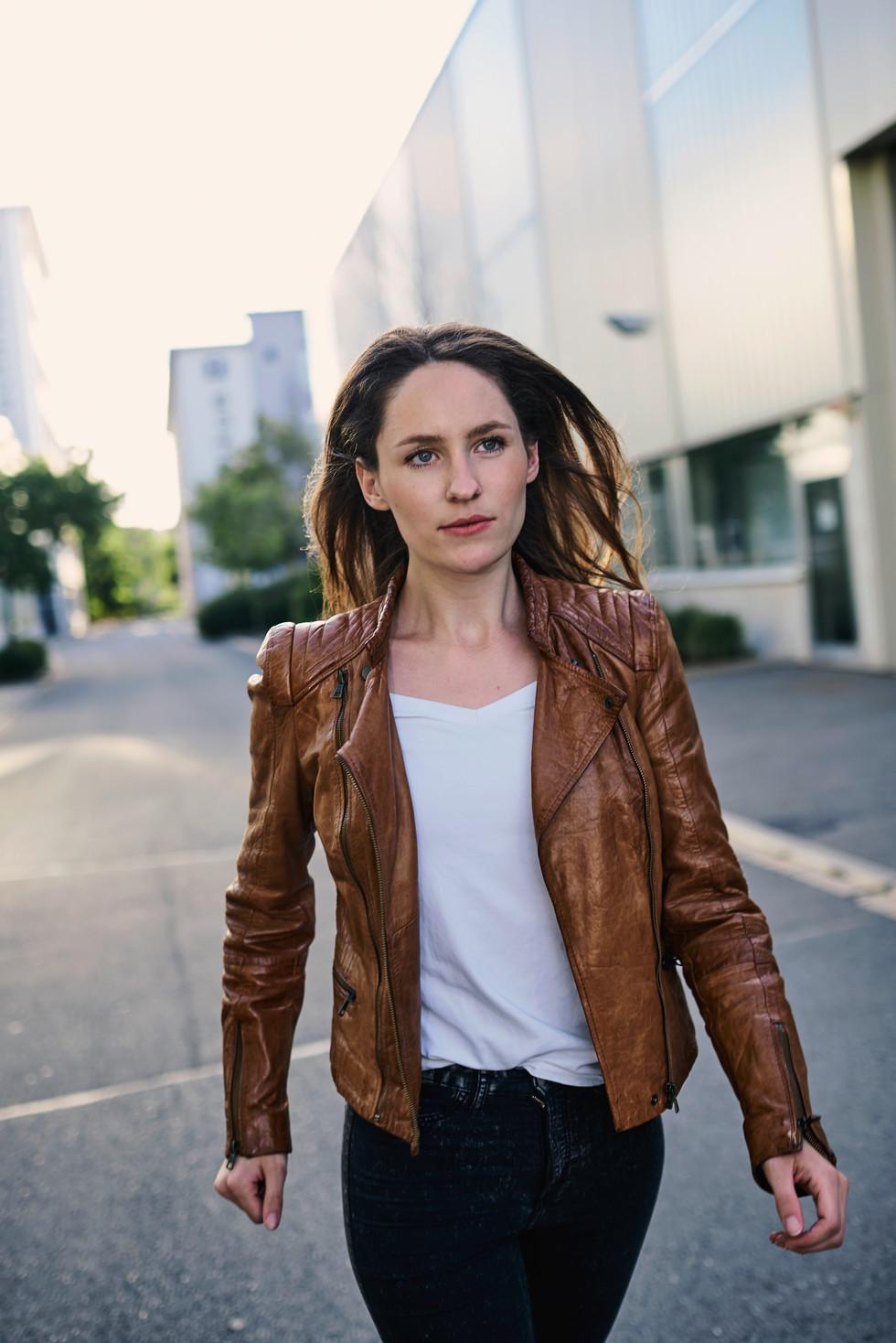 Actress: Miriam Karpf Agency: Bizzybody
