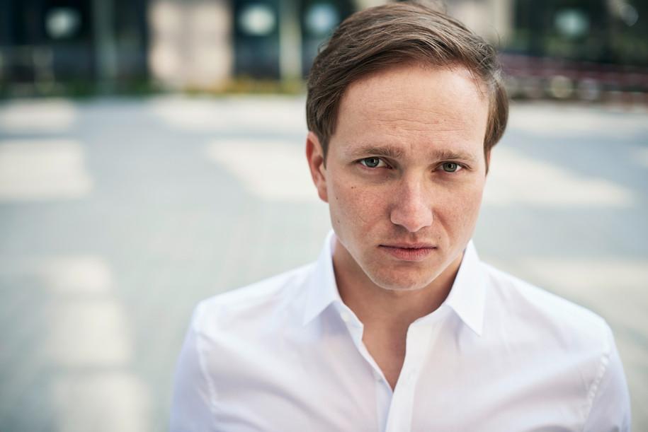 Actor: Oliver Wlodarz Agency: Bizzybody