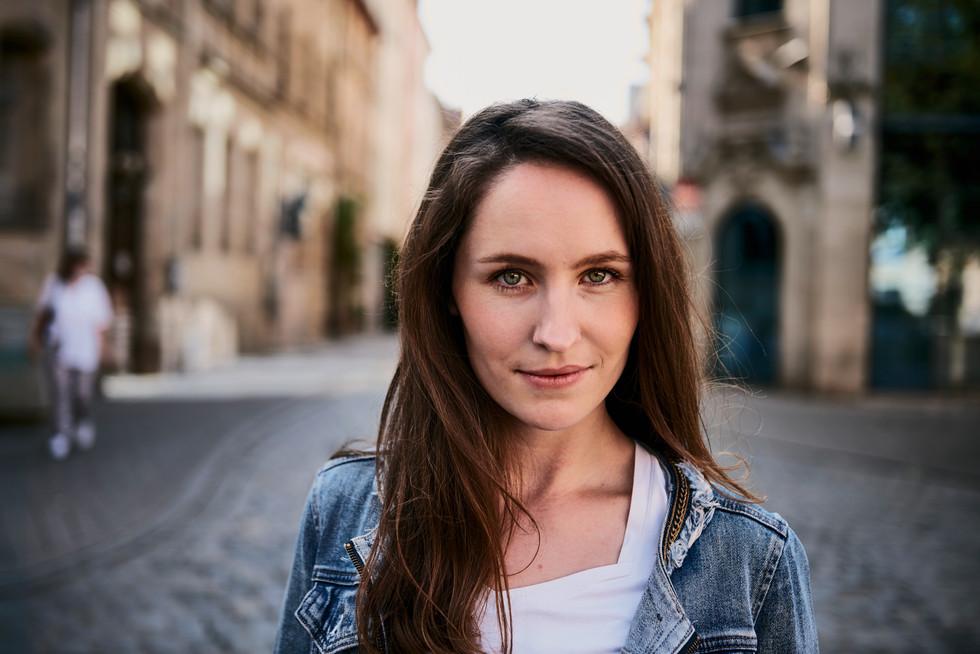 Actor: Miriam Karpf Agency: Bizzybody