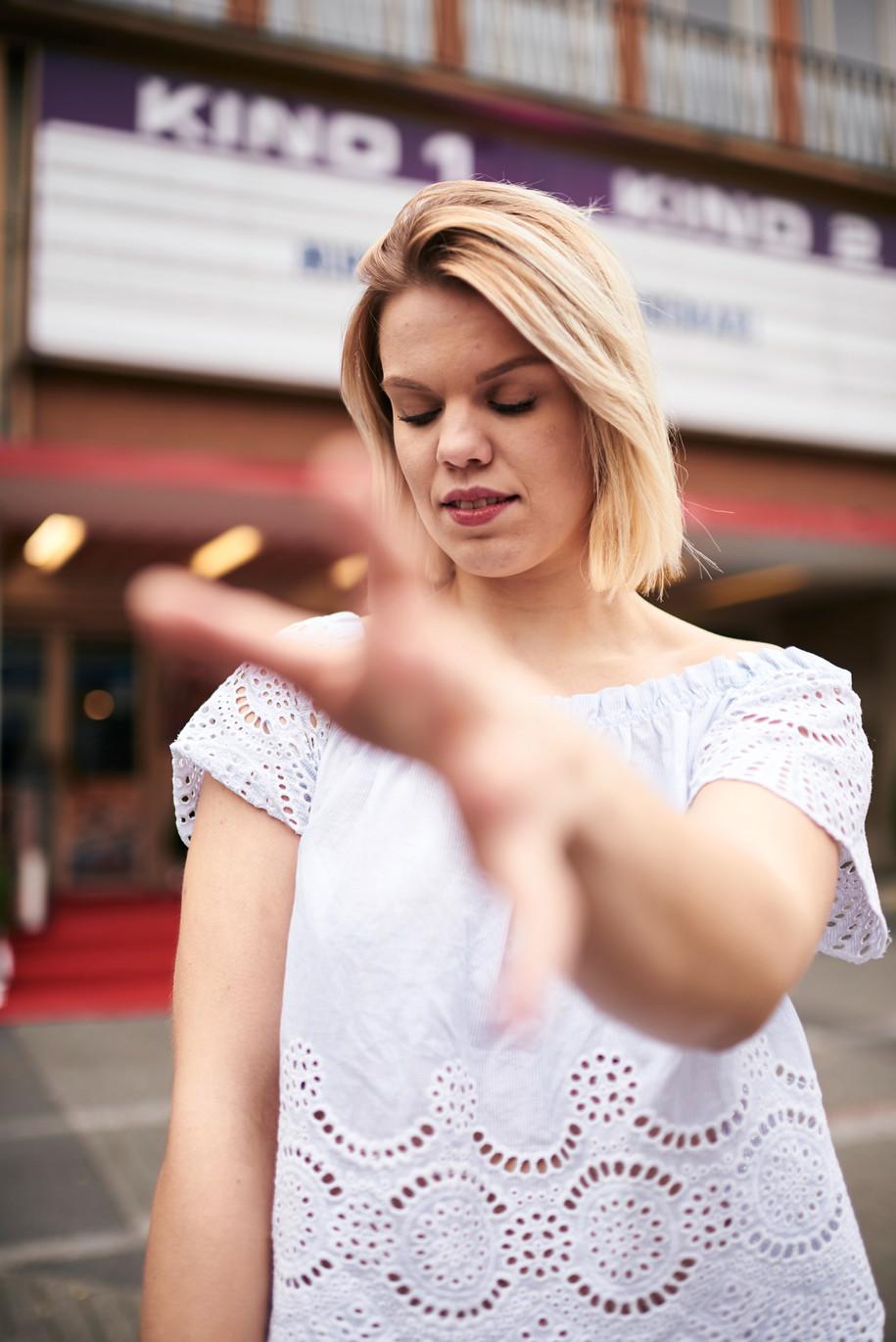 Actress: Nadine Stiebel Agency: Bizzybody