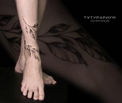 фото татуироровки, веточка обвиваюшая го