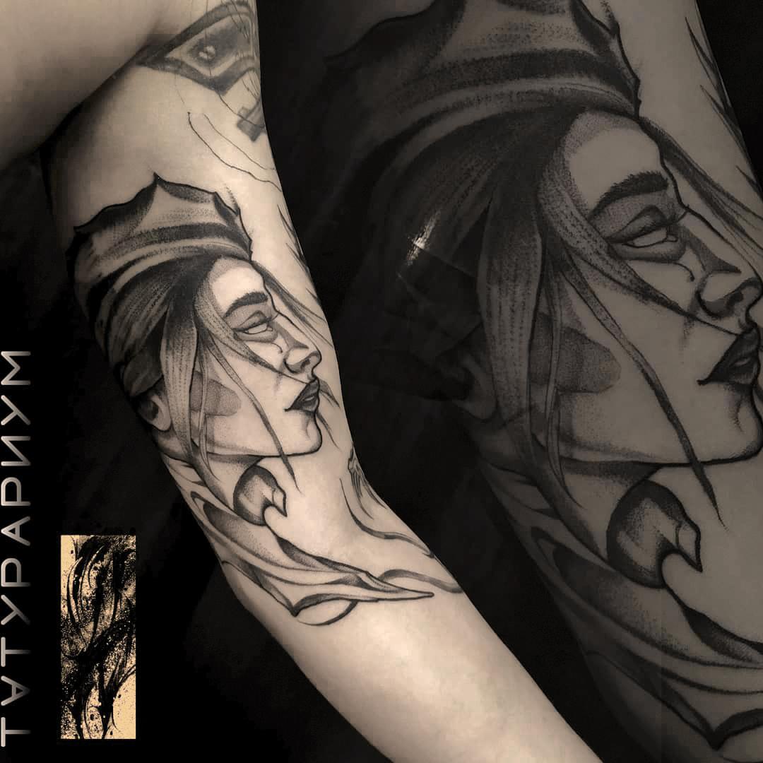 Фото татуировки, портрет девушки на бице