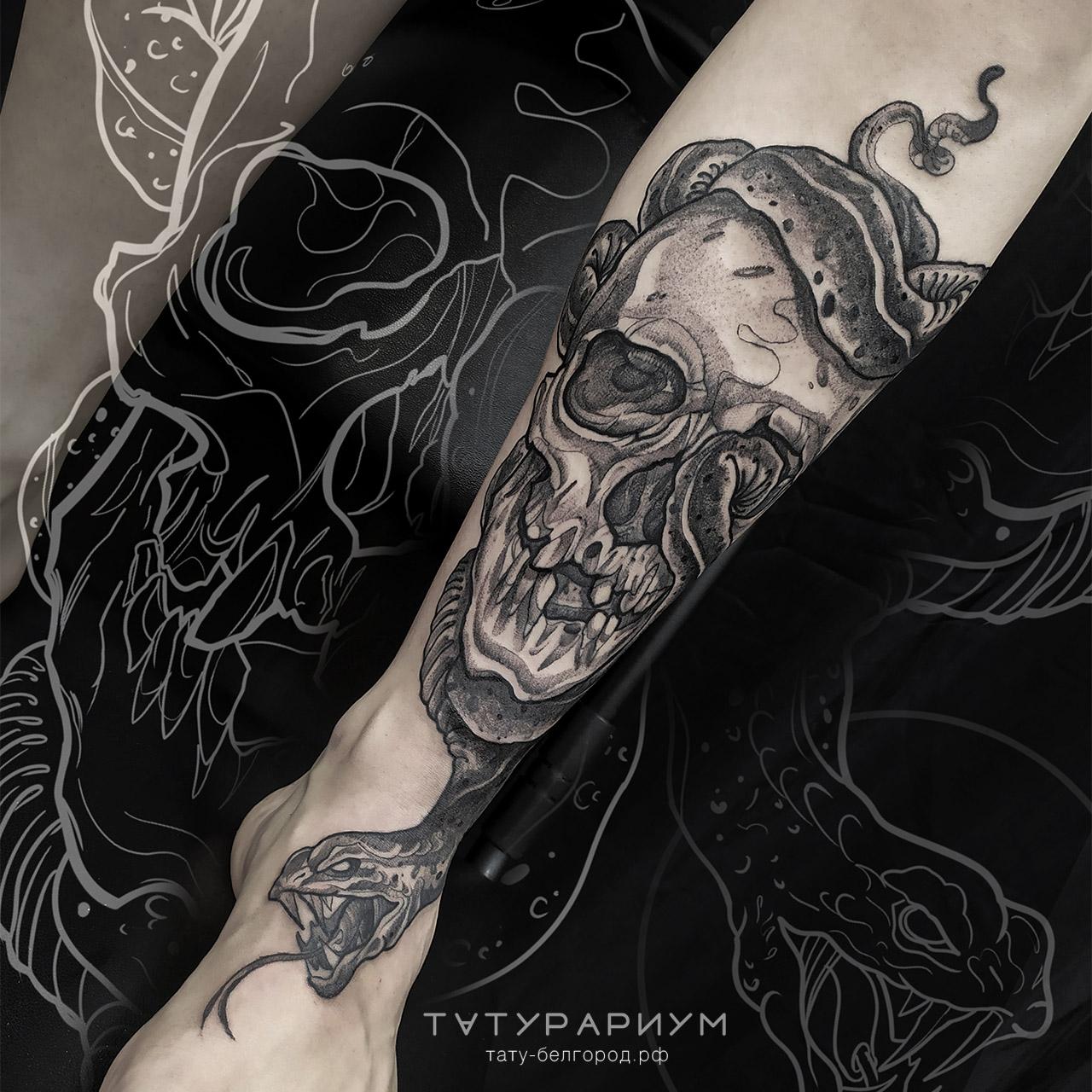 фото татуировки, череп со змеёй на голен