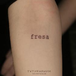 татуировка надпись, fresa, на предплечии