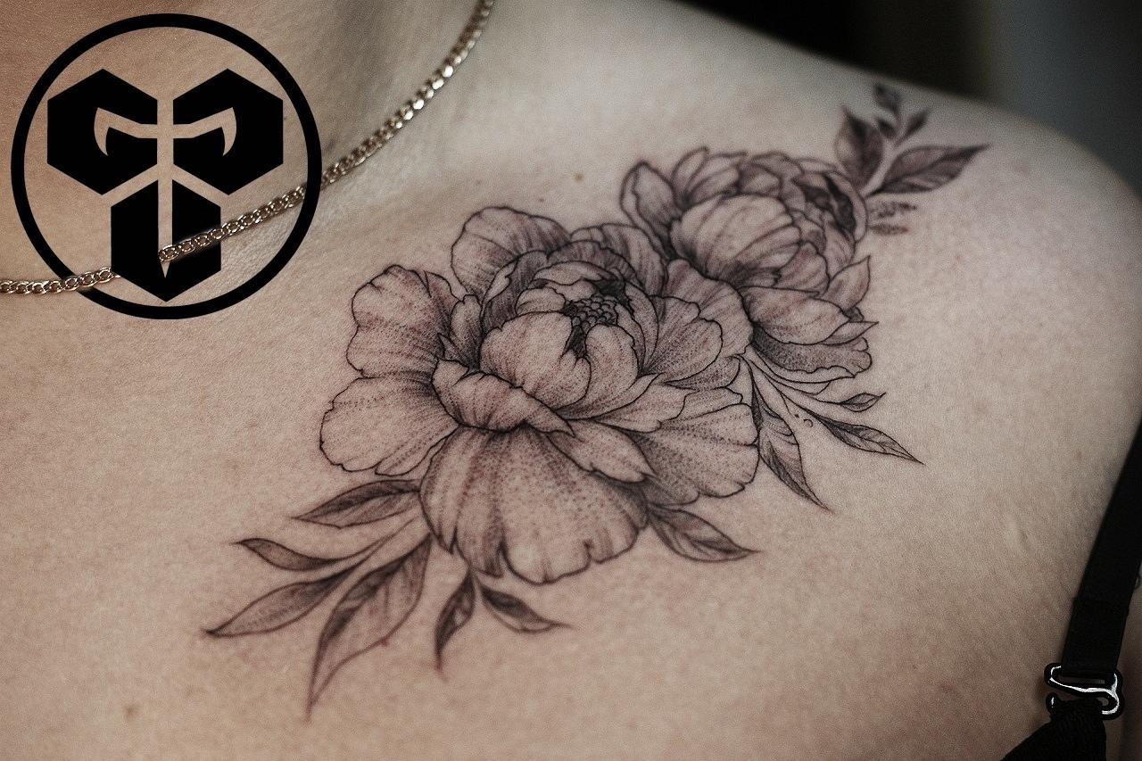 Фото татуировки, пионв нв ключице, тату-