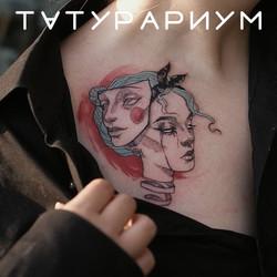 Фото татуировки, маски на ключице у деву