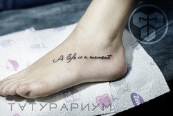 Фото татуировки, a life is a moment на н