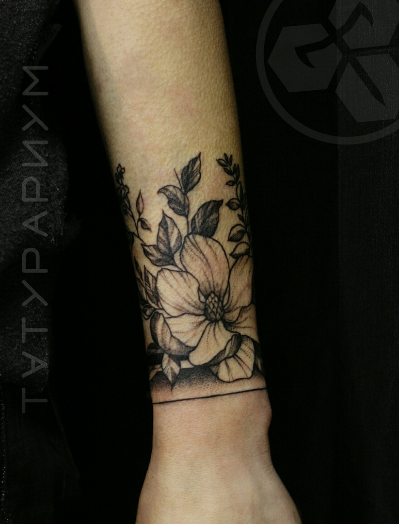 Фото татуировки, пионв на предплечии ц д