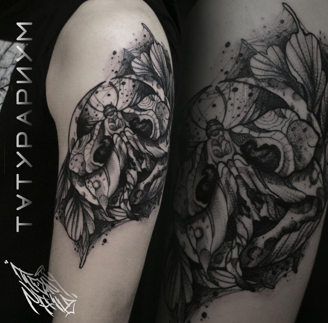 Фото татуировки, бабочка мертвая голова