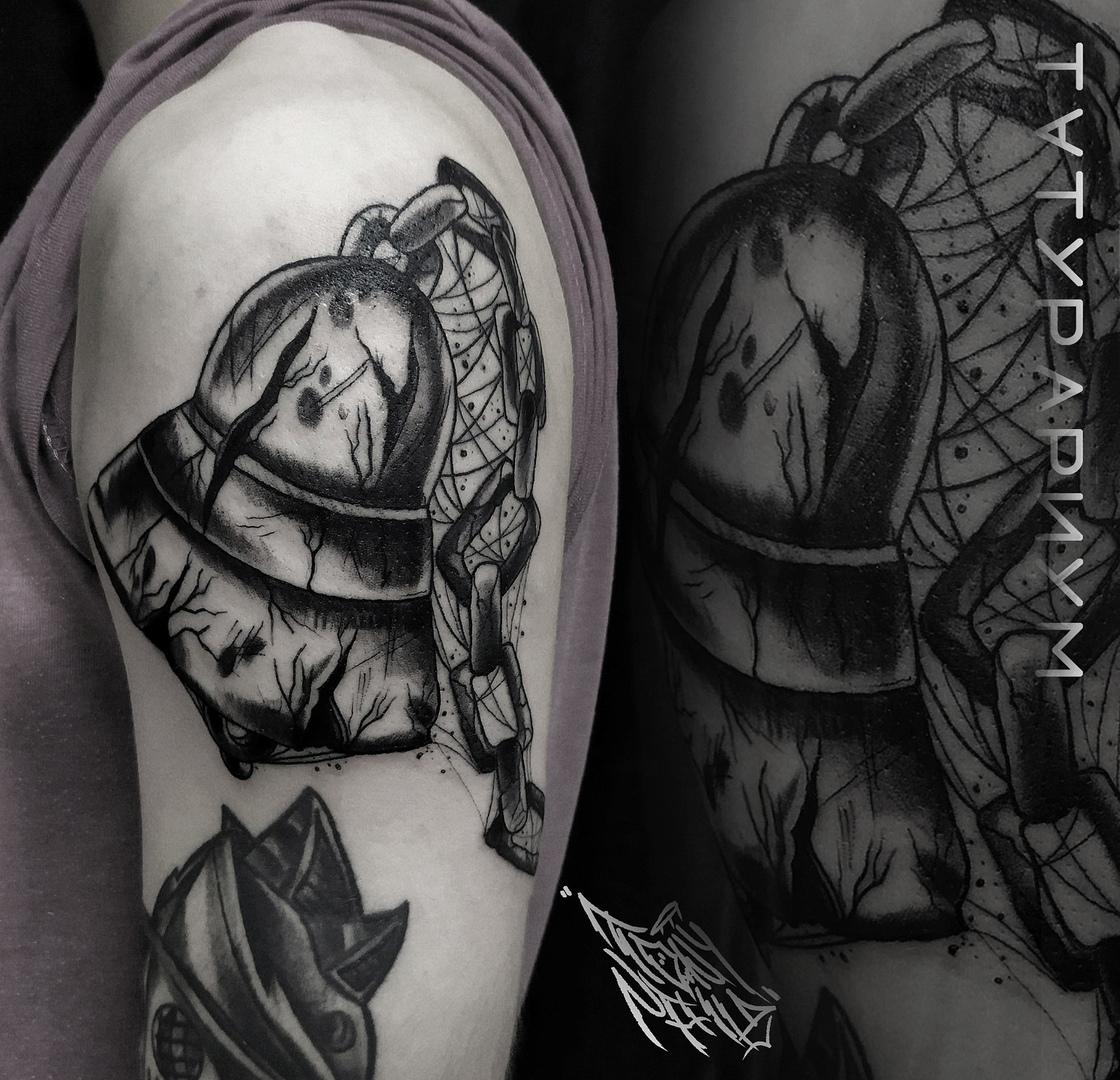 Фото татуировки, колокол на плече одскул