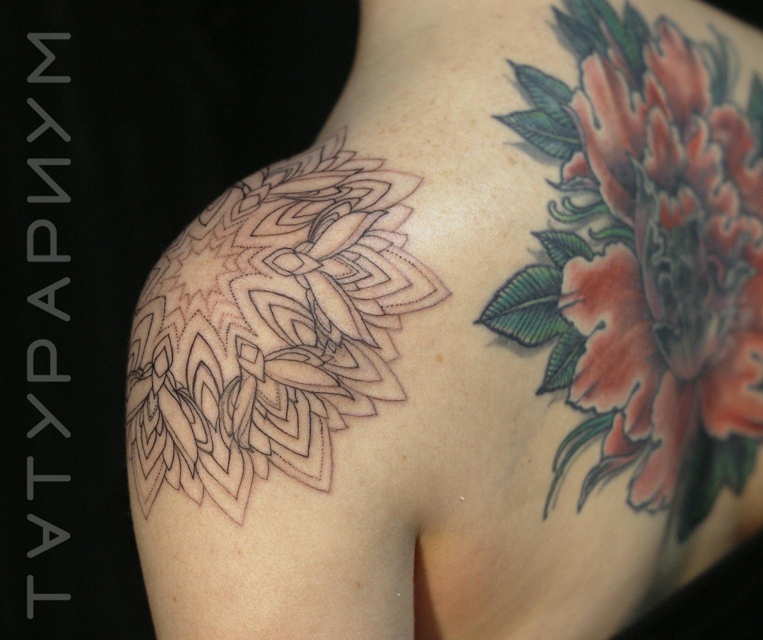 Фото татуировки, воздушная мандала на пл