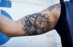 Фото татуировки, геометрическая мандала