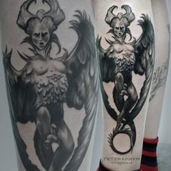 Фото татуировки, горгулья реализм на гол