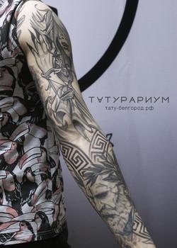 Фото татуировки, скульптура Платон, античная татуировка, рукав у парня, тату-салон ТАТУРАРИУМ, тату-
