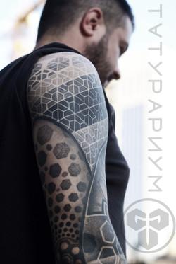 Фото татуировки, мандала на локте у парн