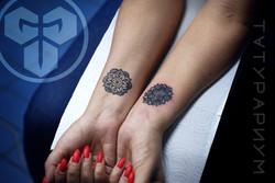 Фото татуировки, мандалы на запястии у д