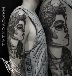 Фото татуировки, афина на плече у мужчин
