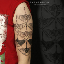 фото татуировки, орнамент в виде журавле