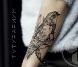 Фото татуировки, стриж на предплечии у д