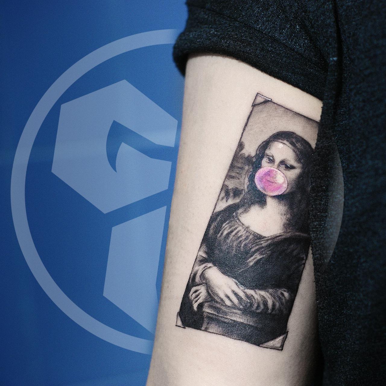 Фото татуировки, портрет мона лизы на пл