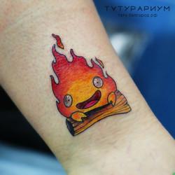 Фото татуировки, огонь на голени у девуш