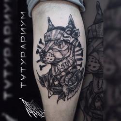 Фото татуировки, доберман в бандане на и