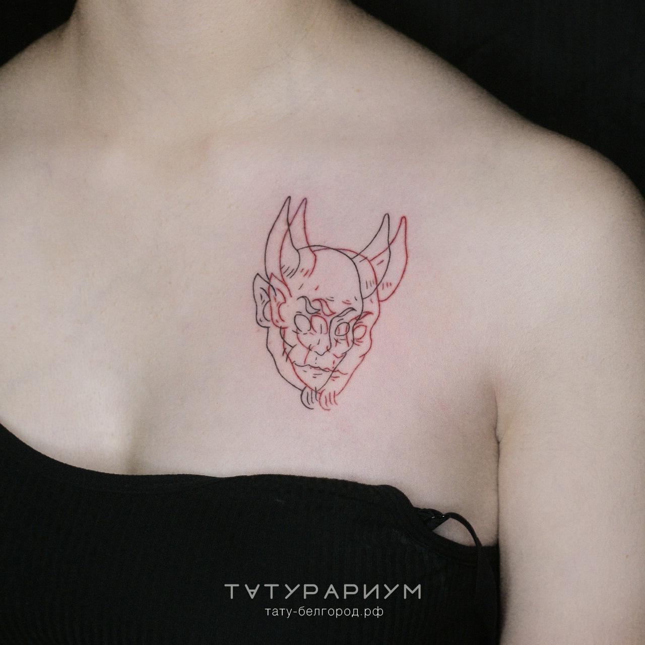 тату на груди у девушки, демон с имитаци