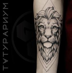 Фото татуировки, лев с геометрией на пре