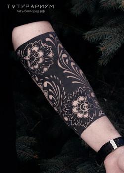 татуировка цветочный орнамент, в стиле б