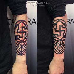 татуировка узора, в стиле орнаментал, на