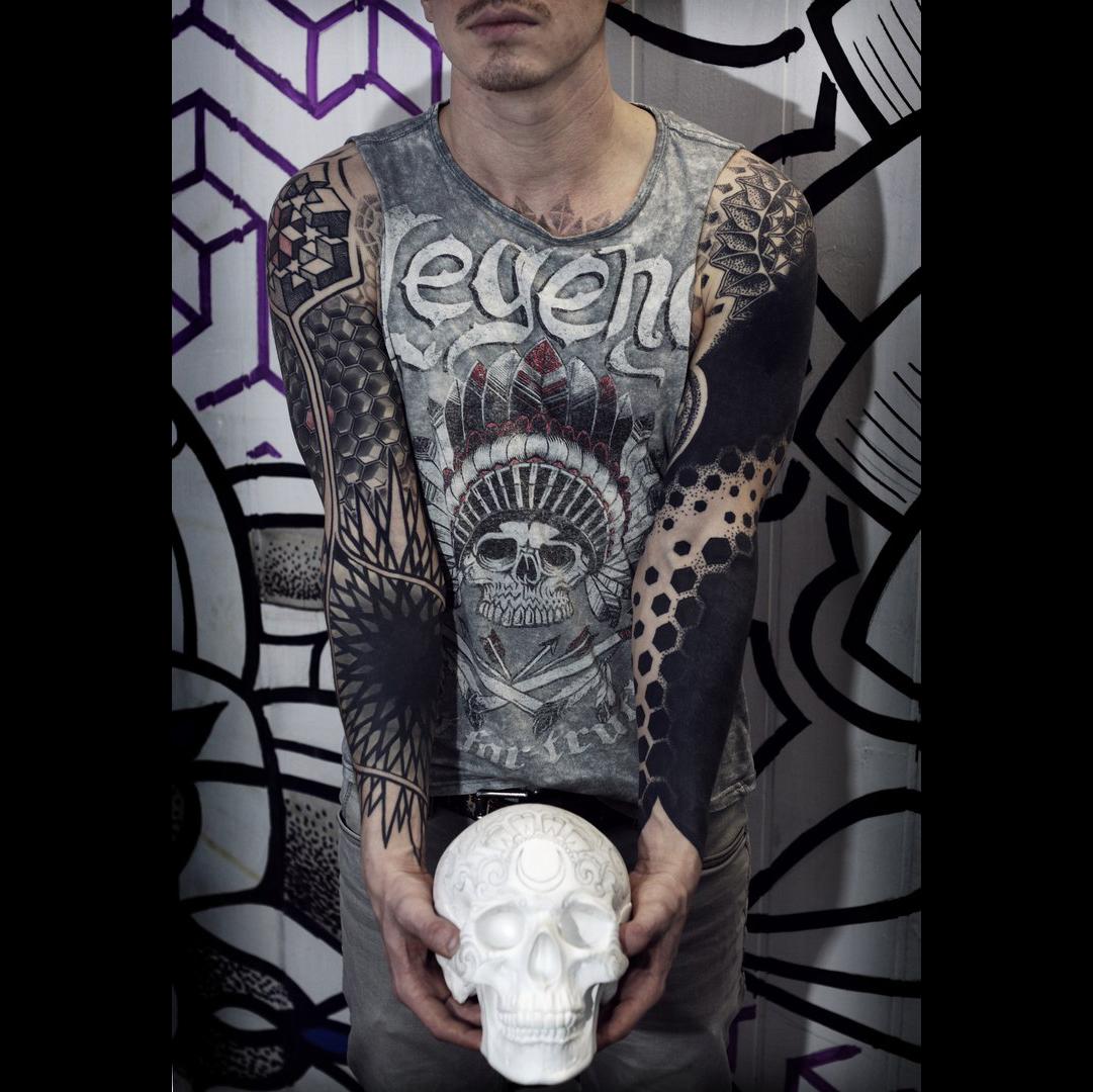 Фото татуировки, четкие рукава у парня с