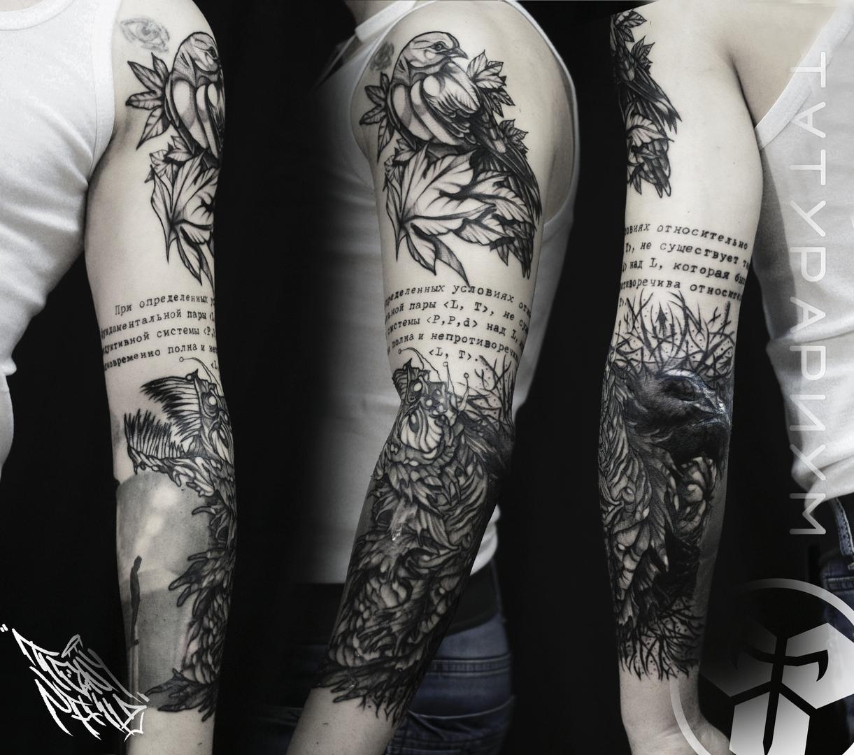 Фото татуировки, надпись и птица на плеч