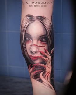 татуировка девушки, в стиле реализм, на