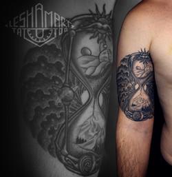 Фото татуировки, песочные часы на плече
