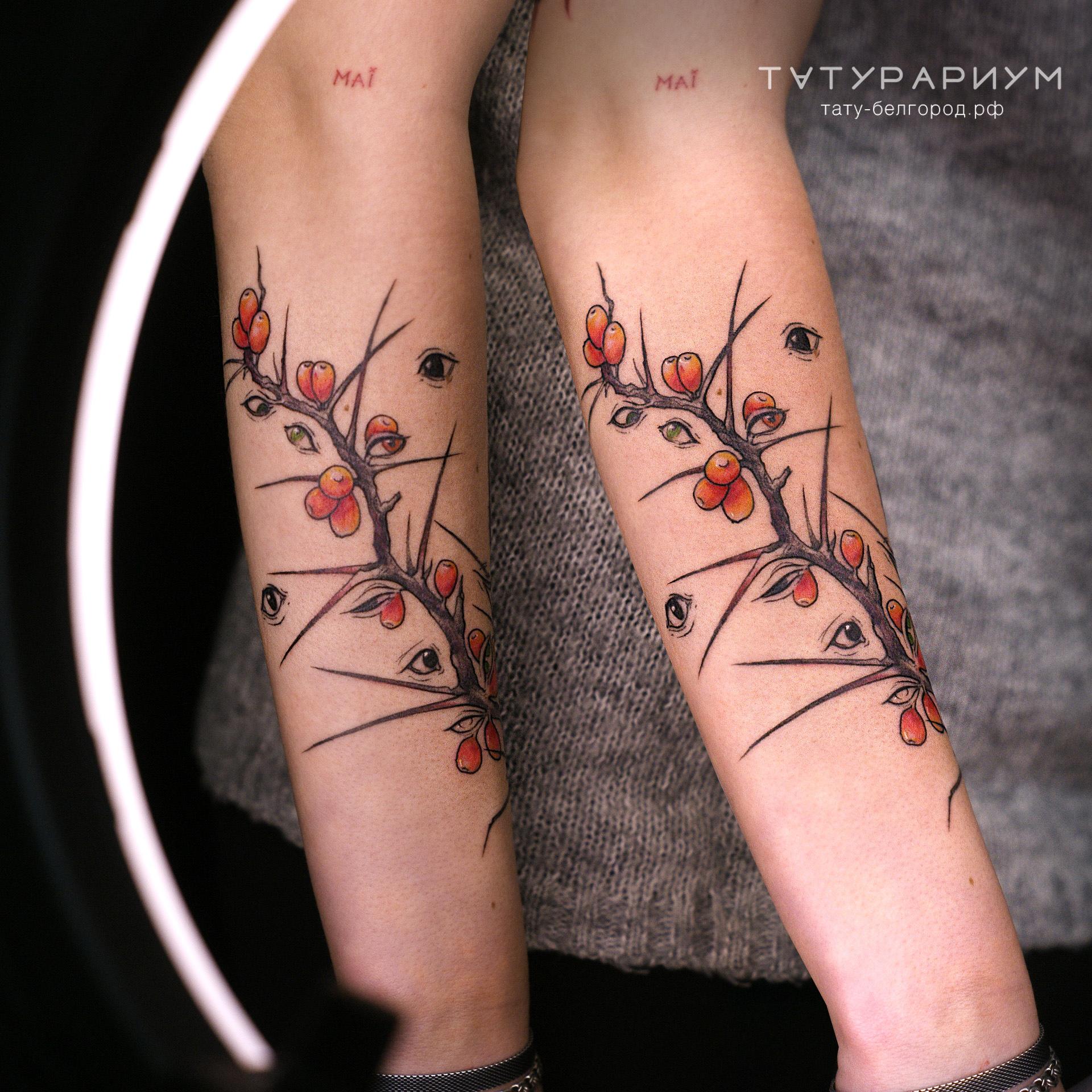 татуировка веточки шиповника, в стиле гр