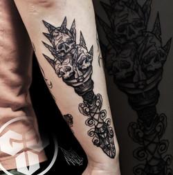 Фото татуировки, черепа на мужскои предп