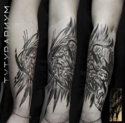 Фото татуировки, ворона и иероглиф на пр
