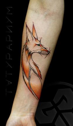 Фото татуировки, цветная лисица на предп