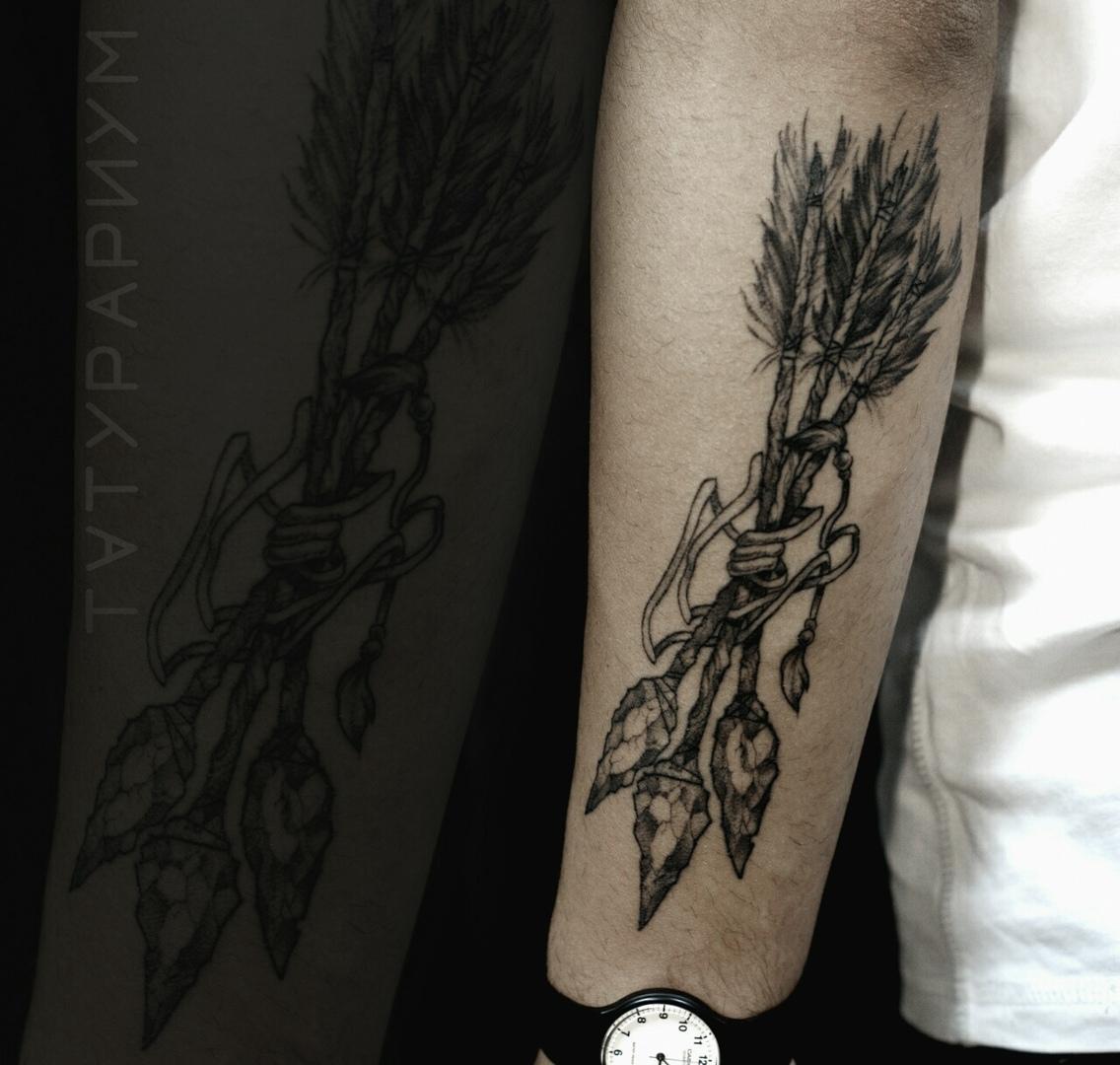 Фото татуировки, стрелы на гпредлечие, г
