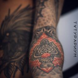 Фото татуировки, трезубец в сакральной г