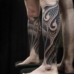 Фото татуировки, орнаменталика на голени