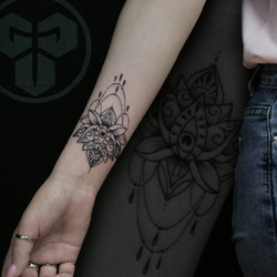 Фото татуировки, Мандала, лотос на женск