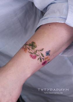 фото тату на запястье, цветочный браслет