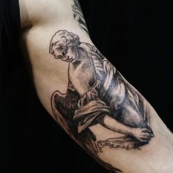 Фото татуировки, ангел скульптура на биц