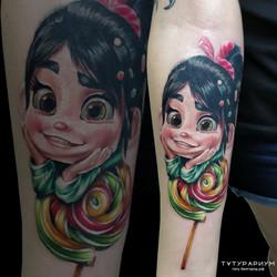 Фото татуировки, цветной реализм, мультя