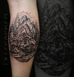 Фото татуировки, горры и лес на мужской