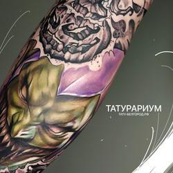 фото татуировки гоблина на ноге у парня, смешанная техника, тату-салон татурариум, тату-бе